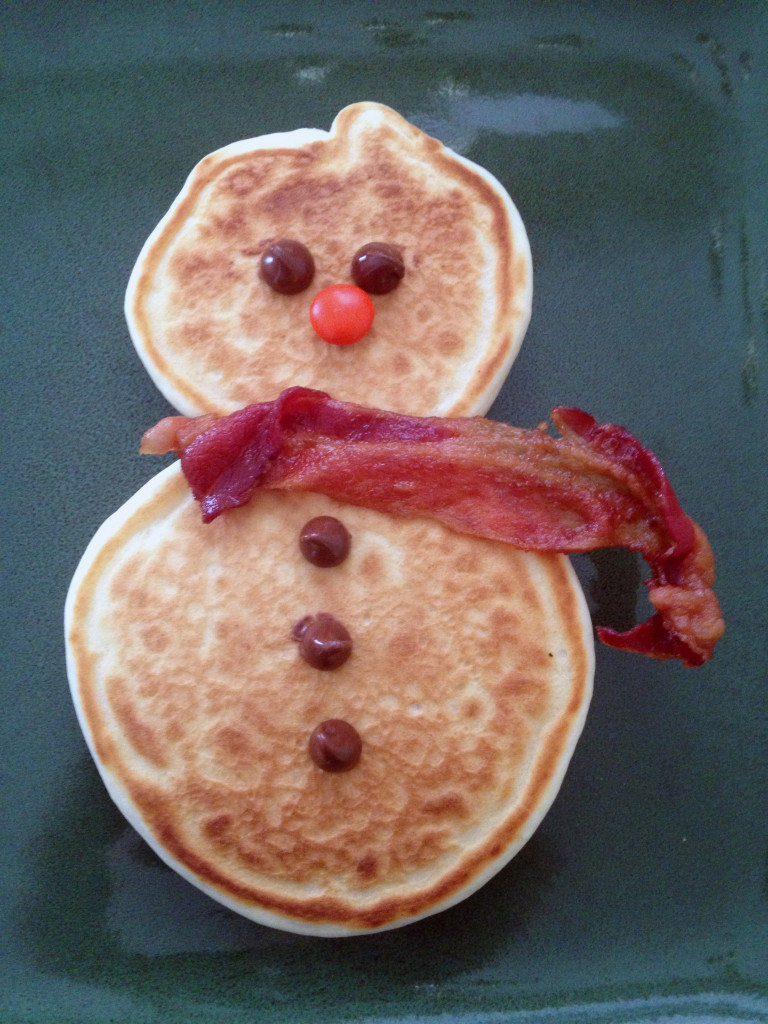 Snowman pancakes with bacon